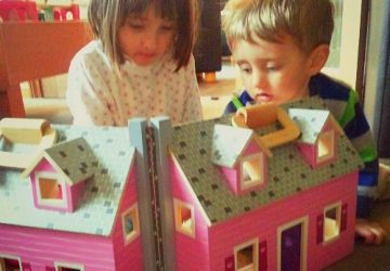Melissa and Doug Fold and Go Wooden Dolls House